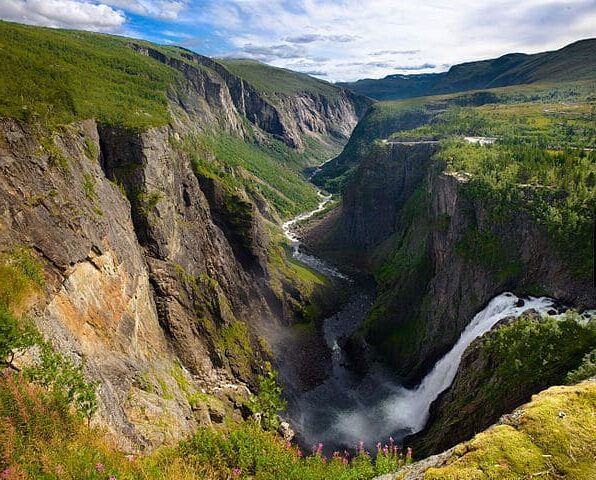 paisajes bonitos de cascadas  Voringfossen