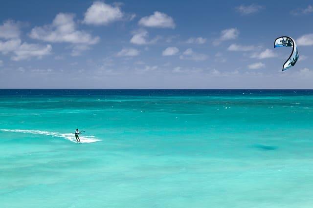 surfear en polinecia francesa